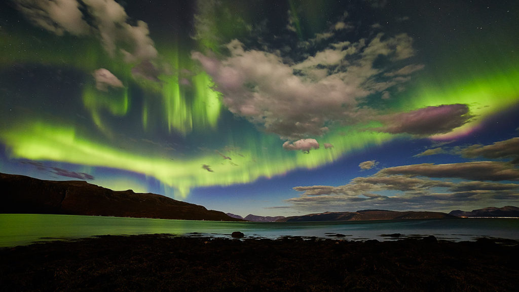 northern-lights-and-clouds-norway-1400
